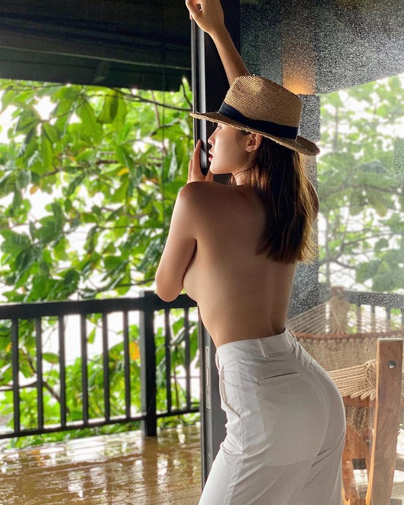 Showbiz Việt trên đường đua sexy 2019: Ngọc Trinh dẫn đầu với loạt ảnh không mảnh vải che thân-7