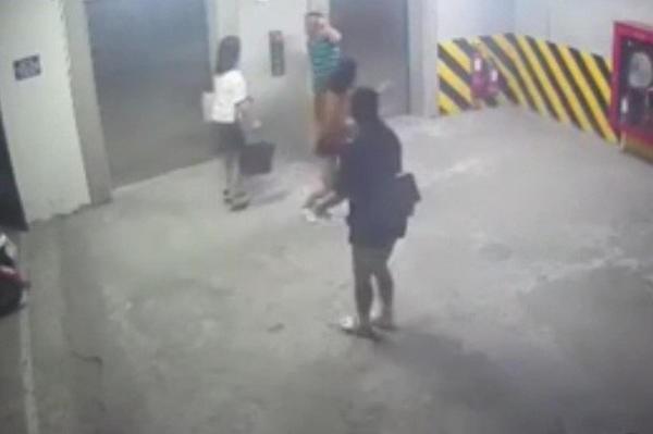 Cô gái bị sàm sỡ ở hầm Mipec Long Biên: Tôi hoảng sợ la hét thì được 2 mẹ con chị gái cùng chung cư giúp đỡ nhưng cũng bị hắn đấm vào mặt-1