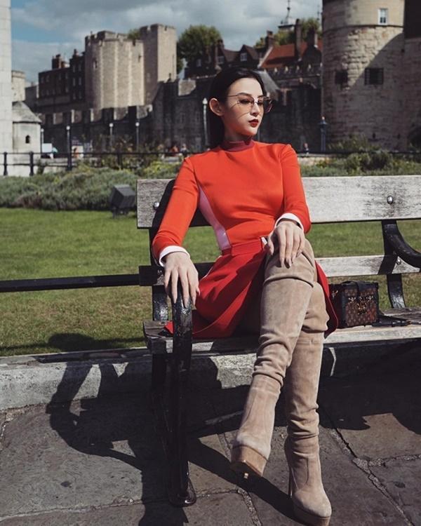 VZN News: Thả dáng đẹp như nữ thần ở trời Tây, Huyền Baby được Phạm Hương khen ngợi-3