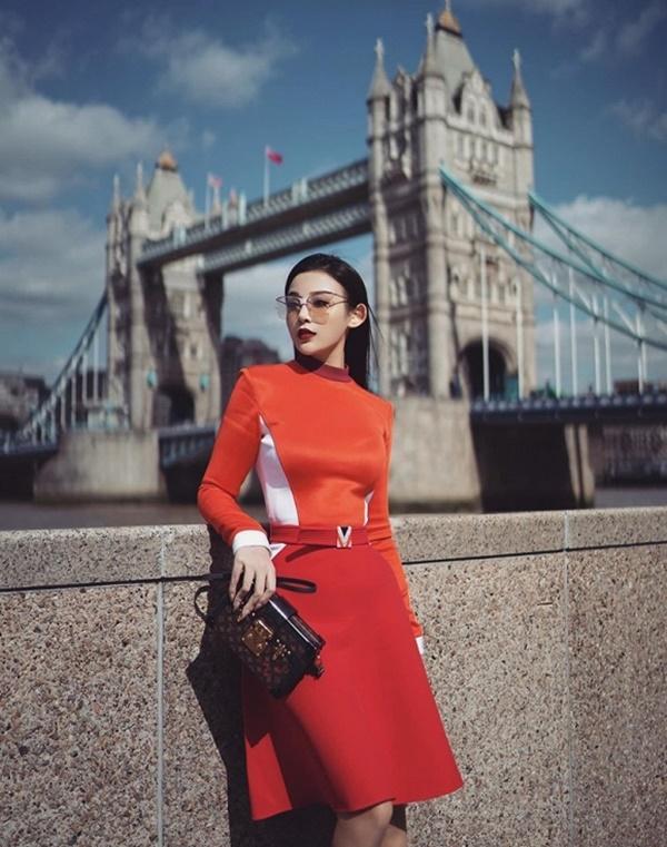 VZN News: Thả dáng đẹp như nữ thần ở trời Tây, Huyền Baby được Phạm Hương khen ngợi-5
