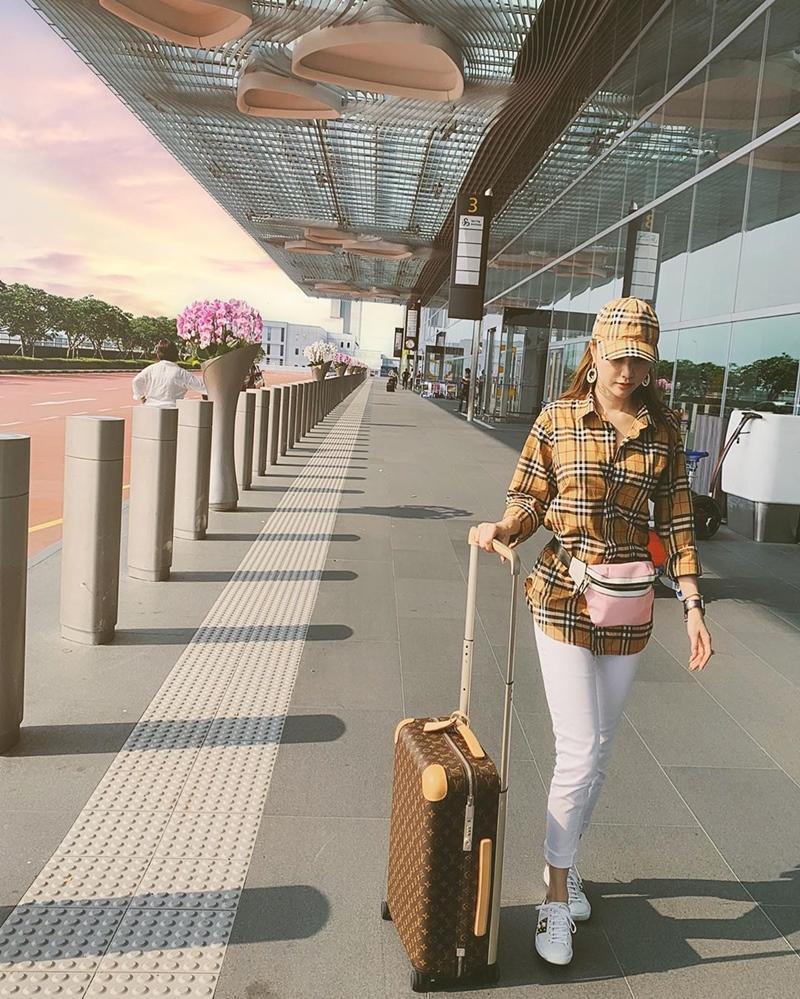 Trịnh Thăng Bình - Liz Kim Cương mặc đồ đôi đi du lịch Pháp, Tú Hảo tự tin thả rông xuống phố-5