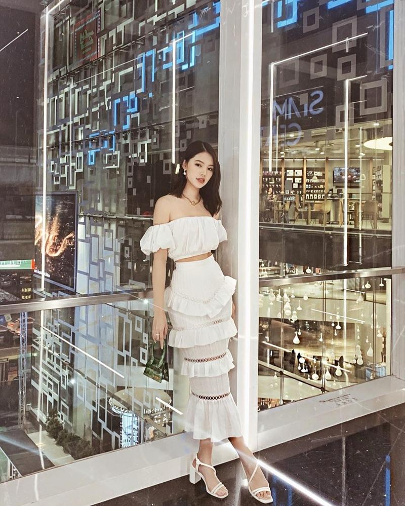 Trịnh Thăng Bình - Liz Kim Cương mặc đồ đôi đi du lịch Pháp, Tú Hảo tự tin thả rông xuống phố-6