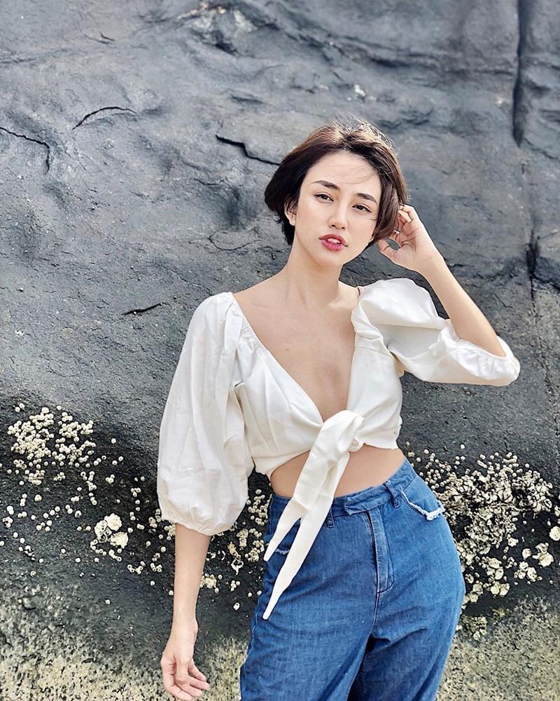 Trịnh Thăng Bình - Liz Kim Cương mặc đồ đôi đi du lịch Pháp, Tú Hảo tự tin thả rông xuống phố-8