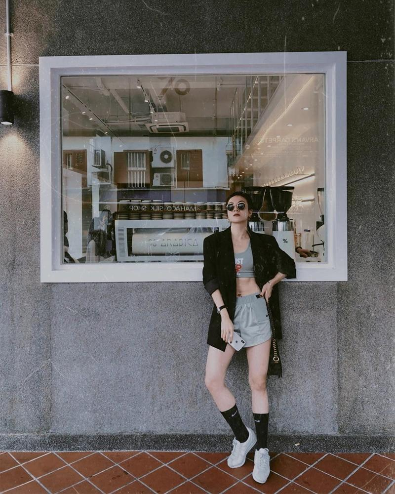 Trịnh Thăng Bình - Liz Kim Cương mặc đồ đôi đi du lịch Pháp, Tú Hảo tự tin thả rông xuống phố-10