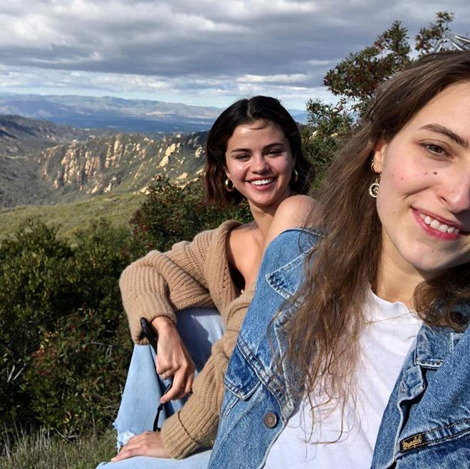 VZN News: Selena Gomez được khen tươi tắn khi đăng ảnh mặt mộc-1