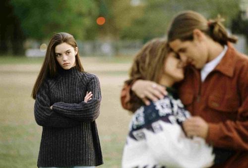 Chuyện thật như đùa, cô gái vừa là bạn trai, vừa là bạn gái của người khác-1