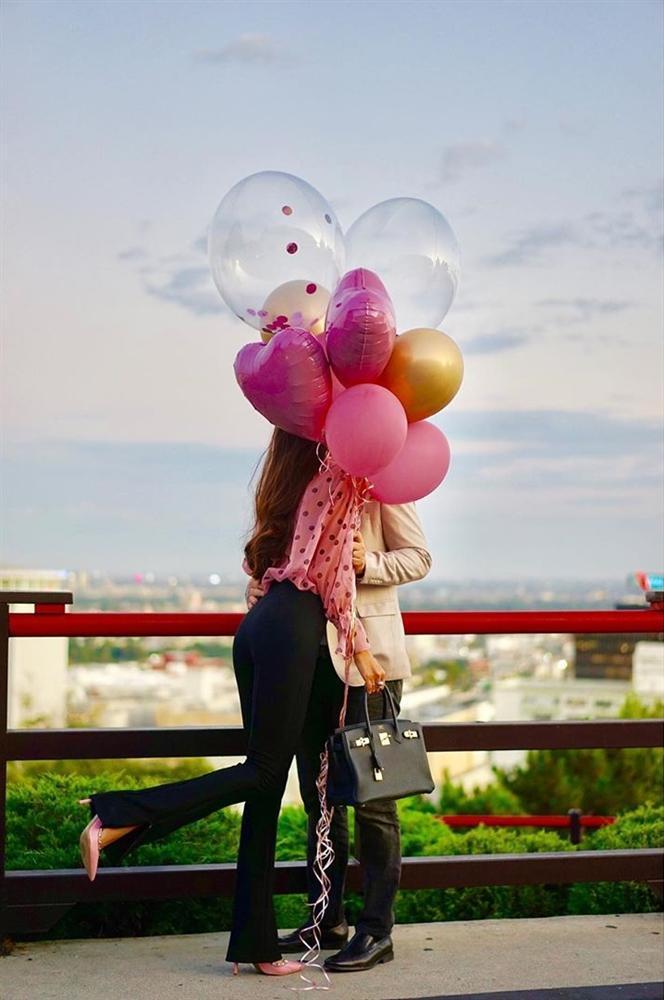 Phạm Hương lần đầu công khai hôn phu, tung ảnh khóa môi sau 6 tháng đính hôn-1