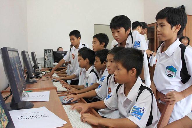 VZN News: Soi ảnh thời mài đũng quần của tuyển Việt Nam, ngố nhất là Công Phượng, Quang Hải-6