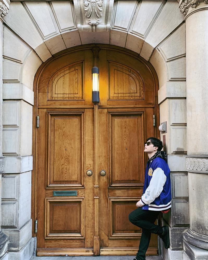 Trịnh Thăng Bình - Liz Kim Cương mặc đồ đôi đi du lịch Pháp, Tú Hảo tự tin thả rông xuống phố-2