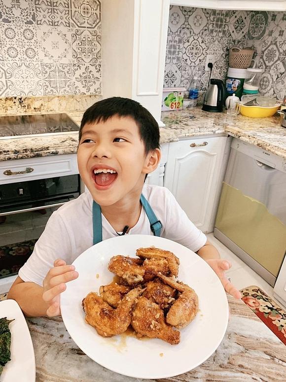 Đăng Khôi trổ tài nấu ăn cho vợ, biết giá mâm cơm, ai cũng ngưỡng mộ-2