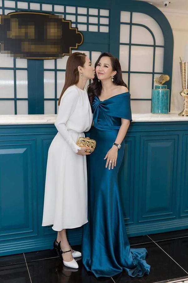 VZN News: Cứ tưởng Nhã Phương ăn mặc kín đáo, ngờ đâu cô ấy lại khoe sườn, lộ ngực vô cùng táo bạo-1