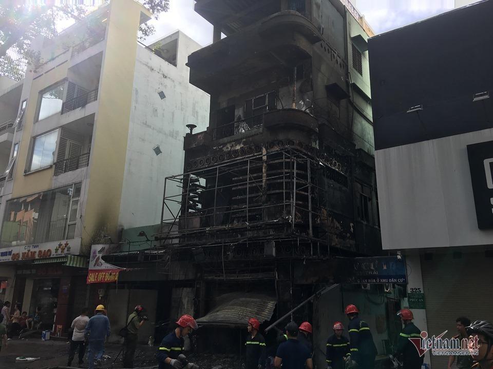 Cháy nghi ngút nhà 4 tầng giữa phố thời trang sầm uất bậc nhất Sài Gòn-4