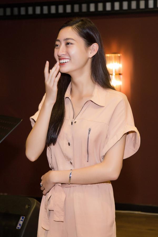 Rộ tin đồn hoa hậu Lương Thùy Linh làm lại răng sau 1 tháng đăng quang Miss World Vietnam-3