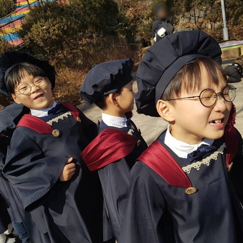 VZN News: Bộ ba sao nhí Daehan - Minguk - Manse lớn phổng phao trong ngày tốt nghiệp mẫu giáo-1