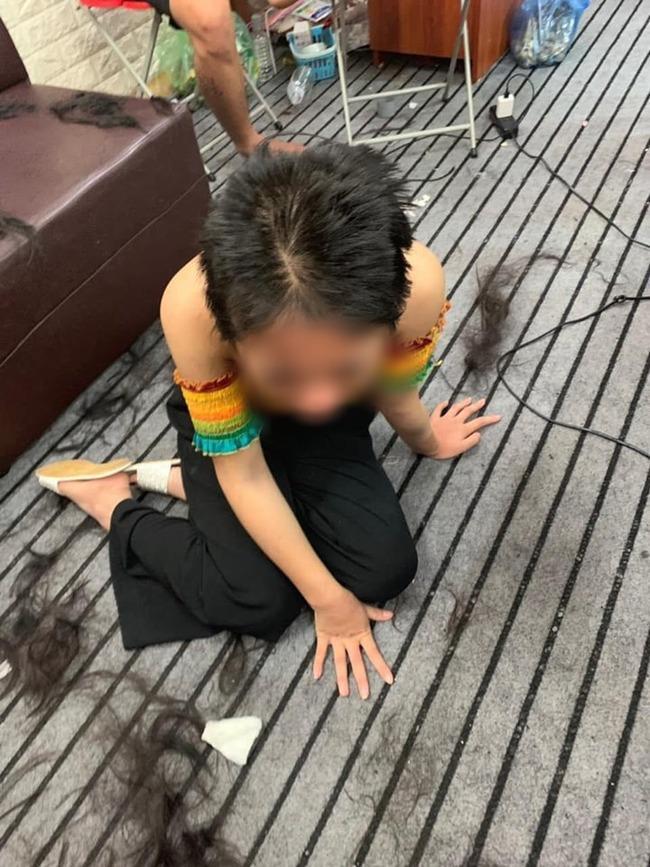 VZN News: Xôn xao hình ảnh cô gái nghi bị đánh ghen, túm tóc, lột đồ lộ hết cơ thể-2