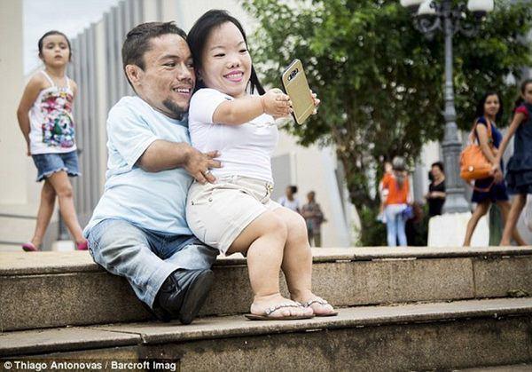 Kết hôn sau 8 năm yêu, cặp đôi vợ chồng 90cm khó sinh con bây giờ ra sao?-2