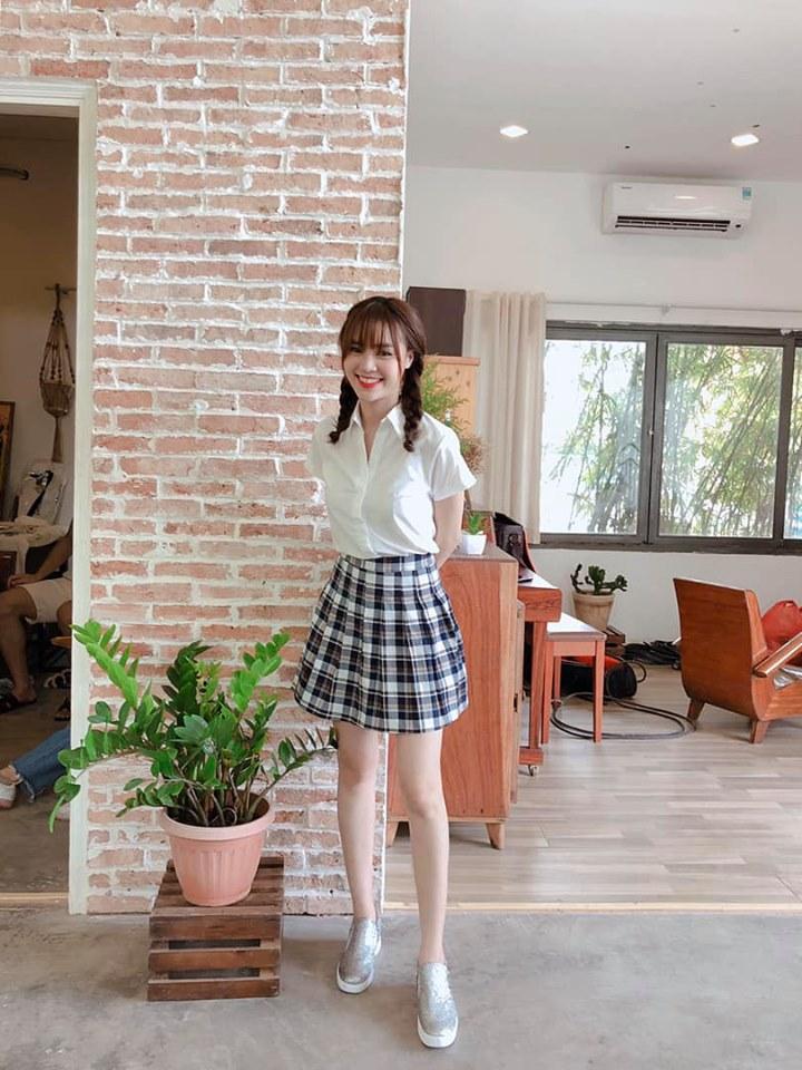 Đông Nhi lấy lại phong độ với 2 màn street style ấn tượng - Ninh Dương Lan Ngọc lên đồ như nữ sinh-3