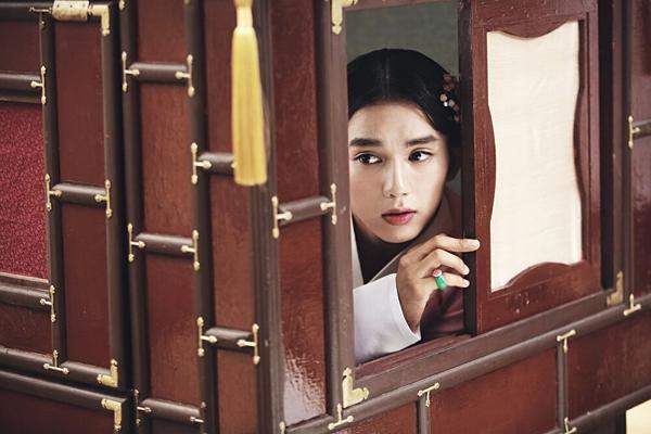 Những màn giả gái từ thảm họa đến đỉnh cao trong phim Hàn-5