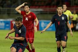 Tuấn Anh biểu cảm lạ khi Chanathip của Thái Lan có cơ hội ghi bàn khiến fans bật cười