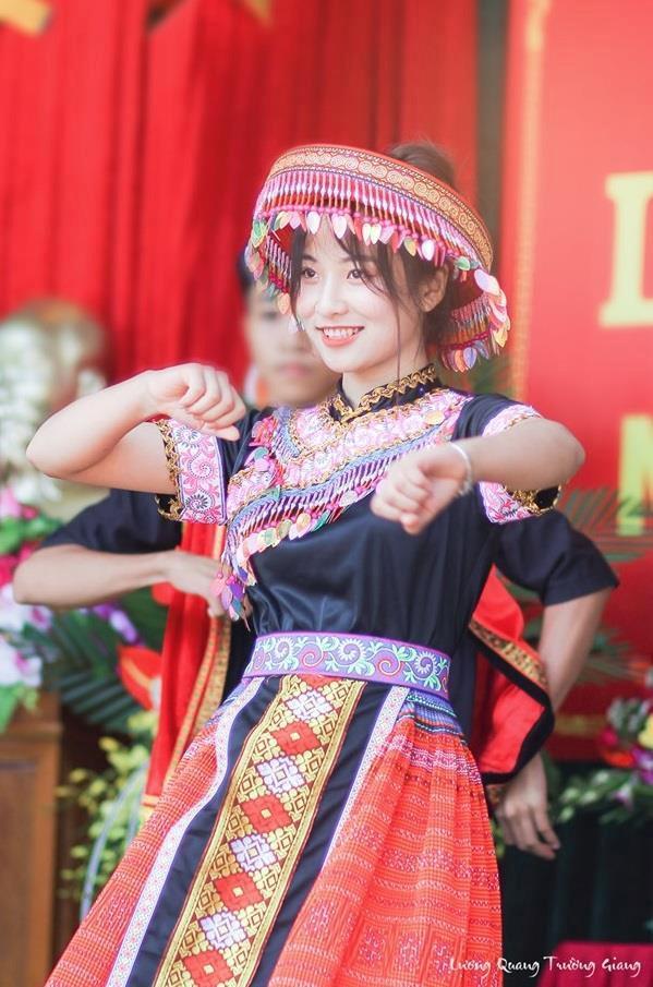 Nữ sinh Thái Nguyên bỗng nổi trên mạng sau bài múa ở lễ khai giảng-2