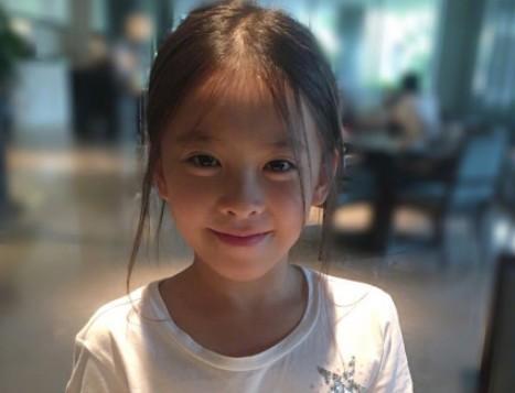 Mới 11 tuổi nhưng ái nữ của A Châu Lưu Đào đã lộ rõ tố chất của một đại mỹ nhân-9