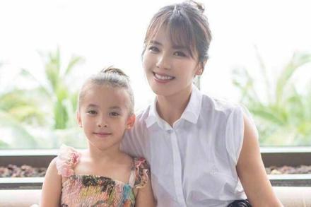 Mới 11 tuổi nhưng ái nữ của 'A Châu' Lưu Đào đã lộ rõ tố chất của một đại mỹ nhân