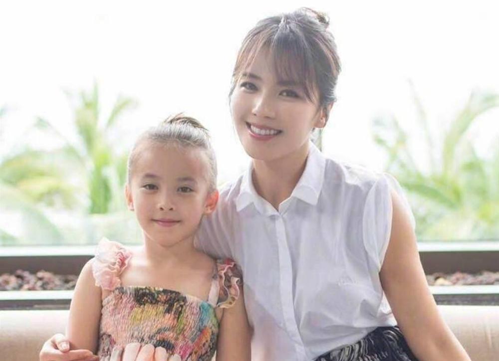 Mới 11 tuổi nhưng ái nữ của A Châu Lưu Đào đã lộ rõ tố chất của một đại mỹ nhân-7