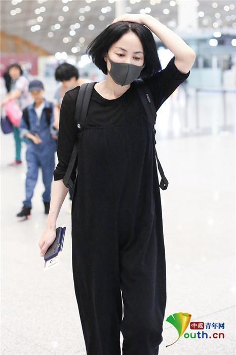 VZN News: Vương Phi đeo nhẫn lạ làm rộ tin chuẩn bị kết hôn với Tạ Đình Phong-6