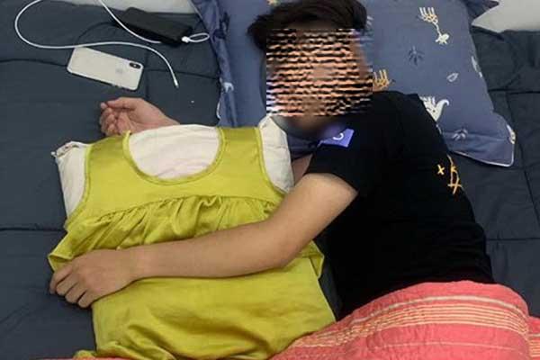 VZN News: Chia tay đã 1 năm, chàng trai vẫn giữ váy của bạn gái để ôm ngủ mỗi đêm, nhìn chiếc váy ai cũng...  hốt-2