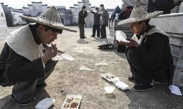 Cảnh tủi nhục của diễn viên quần chúng ở Trung Quốc-4