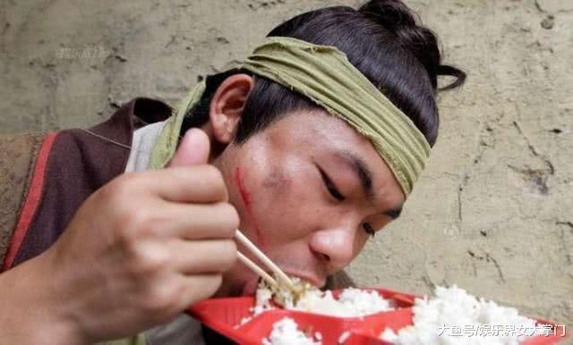 Cảnh tủi nhục của diễn viên quần chúng ở Trung Quốc-13