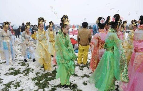Cảnh tủi nhục của diễn viên quần chúng ở Trung Quốc-9
