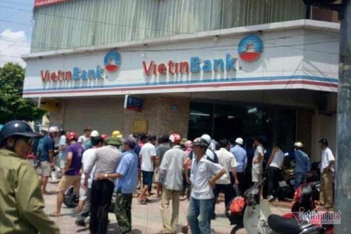 Hà Nội: Bắt giữ đối tượng cầm súng giả xông vào cướp ngân hàng-1