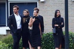 Chị em Gigi Hadid bị chỉ trích vì tươi cười trong đám tang bà ngoại