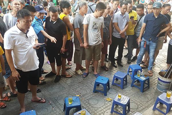 VZN News: Sau 2 tiếng nổ lớn, người đàn ông đổ vật ở chung cư HH Linh Đàm-1