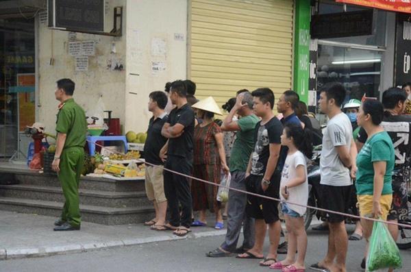VZN News: Nhân chứng sợ hãi kể lại vụ nổ khiến 4 người bị thương ở Chung cư HH Linh Đàm: Bưu phẩm được bọc cẩn thận, vừa mở thì phát nổ...-2