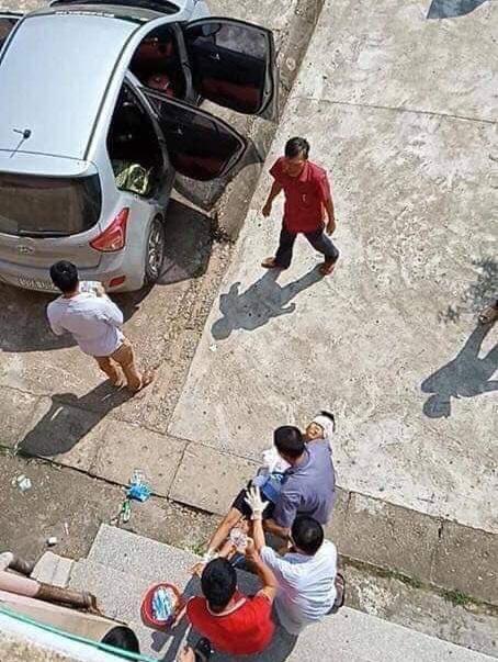 Phẫn nộ: Cháu bé đang ngủ say trong nhà bị bác ruột dùng vác dao sang chém đứt lìa 2 tay ở Bắc Giang-1