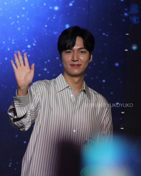 Vừa cười vừa bắn tim thế này bảo sao Lee Min Ho lại khiến dân tình điên đảo đến vậy-2
