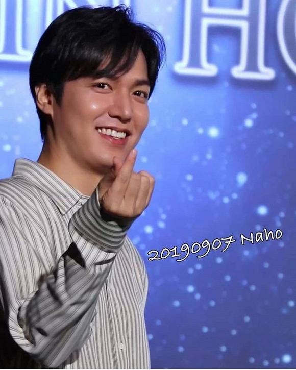 Vừa cười vừa bắn tim thế này bảo sao Lee Min Ho lại khiến dân tình điên đảo đến vậy-4