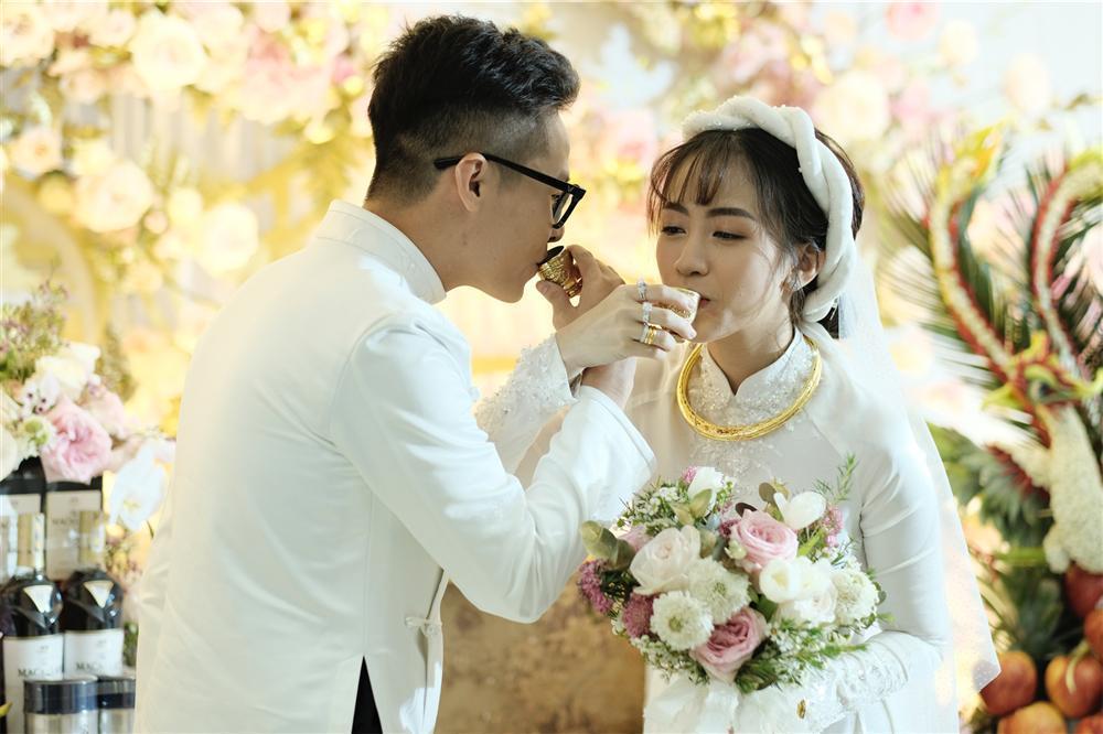 Cận cảnh dàn xe sang trị giá gần 100 tỷ đồng hộ tống con gái Minh Nhựa về nhà chồng-8