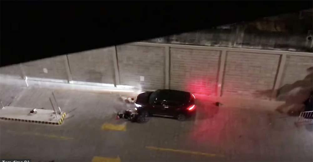 VZN News: Bị đâm bằng dao, thanh niên lái ô tô tông thẳng 2 người ở chung cư Sài Gòn-2