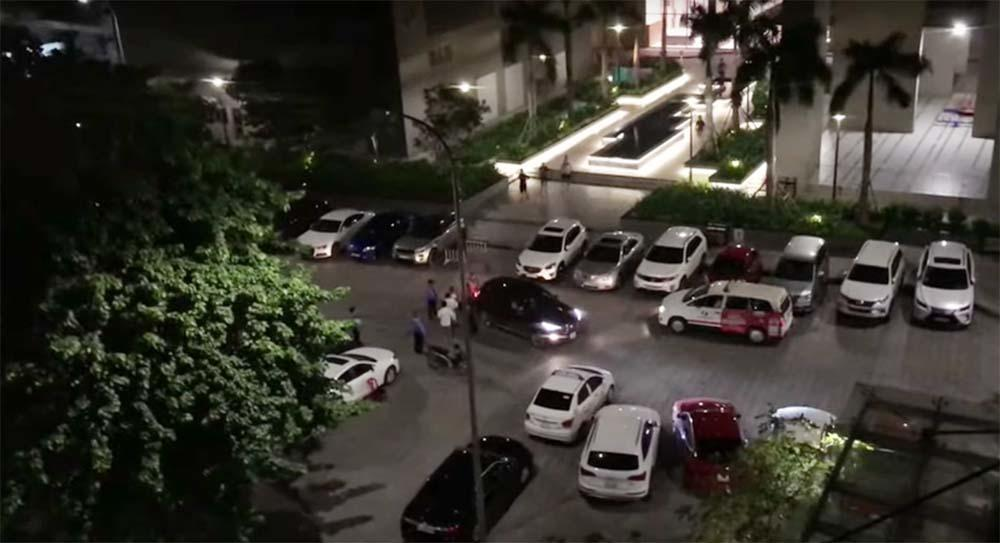 VZN News: Bị đâm bằng dao, thanh niên lái ô tô tông thẳng 2 người ở chung cư Sài Gòn-3