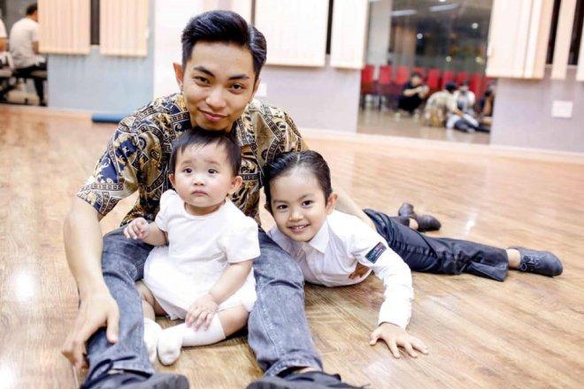 3 ông bố bỉm sữa của showbiz Việt khiến bao người phụ nữ thầm mơ vì chăm con quá khéo-6