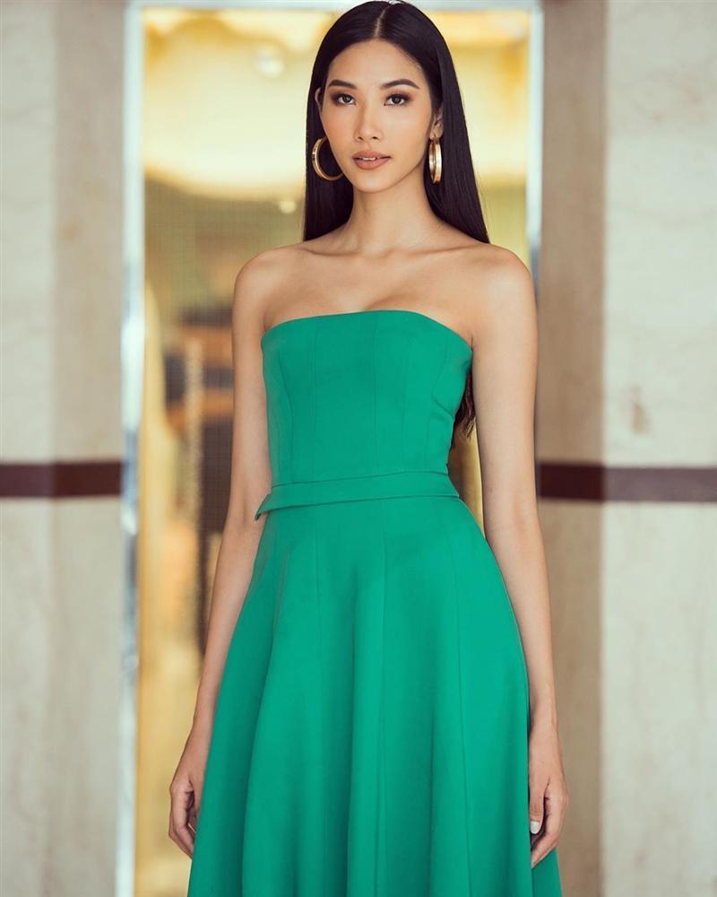 Bản tin Hoa hậu Hoàn vũ 9/9: Hoàng Thùy chỉ diện đầm tối giản vẫn tỏa sáng giữa dàn đối thủ-1