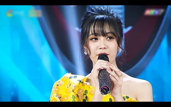 Chân dung gái xinh hát dở ẹ được Dương Triệu Vũ hối thúc đi thi Hoa hậu tại Giọng Ải Giọng Ai-2
