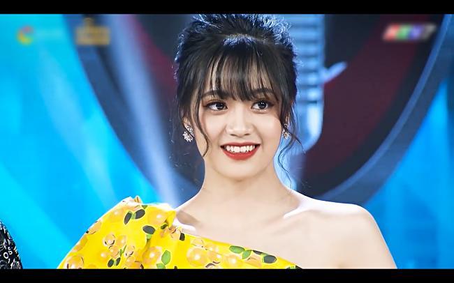 Chân dung gái xinh hát dở ẹ được Dương Triệu Vũ hối thúc đi thi Hoa hậu tại Giọng Ải Giọng Ai-4