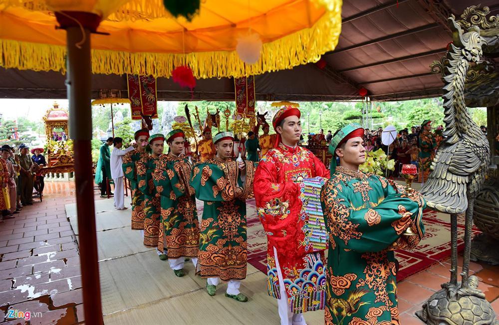 Hoài Linh làm lễ dâng hương Tổ nghề, nhiều nghệ sĩ Việt tham dự-4