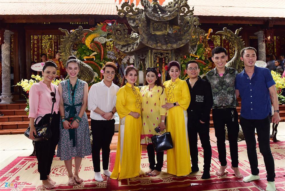Hoài Linh làm lễ dâng hương Tổ nghề, nhiều nghệ sĩ Việt tham dự-8
