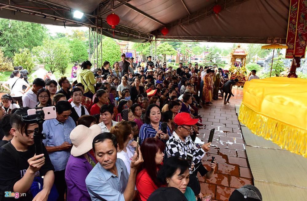 Hoài Linh làm lễ dâng hương Tổ nghề, nhiều nghệ sĩ Việt tham dự-12