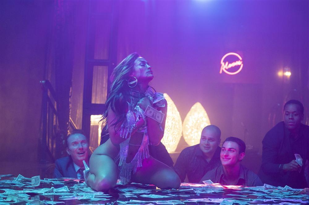 Jennifer Lopez gần như nude trên phim-1
